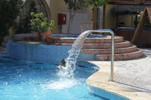 Египет, бассейн на территории отеля, январь 2013 г.